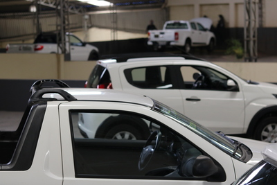pick-up e carros economicos versa rentacar